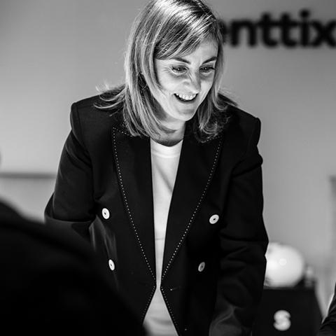 Veronica, CEO